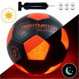 NIGHTMATCH Pallone da Calcio Che Si Illumina incl Una Pompa per gonfiare Il Pallone  I LED Interni Si Accendono Quando Viene calciato  Brilla nel Buio  Dimensione 5  Dimensioni  Peso Ufficiali
